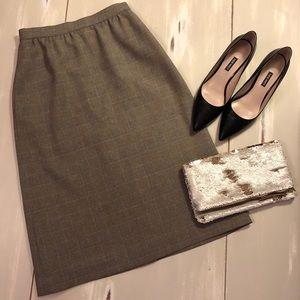 Dresses & Skirts - EUC size 4/6 Vintage Neutral Plaid Pencil Skirt
